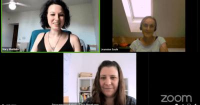 Man sieht ein Zoom Live Interview. Zu sehen ist Mary Mattiolo, dunkelhhaarig und lachend, Tanja vom Entspannungsdreieck, lächelnd und Jeannine Gashi ist eher dunkler zu sehen.