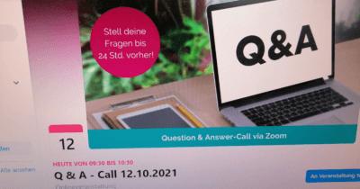 Man sieht den Bildschirm von Jeannine. Man sieht eine Veranstaltungseinladung für ein Q+A.